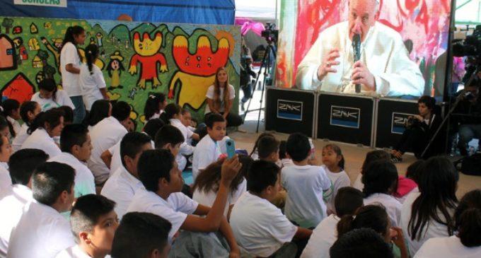 El Papa, a los dreamers: «Rezo por ustedes, y sigan soñando»