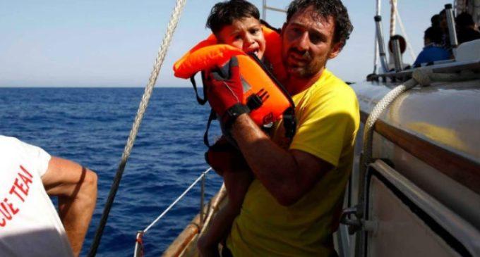 El Papa recibe al español que ha rescatado a miles de refugiados del mar