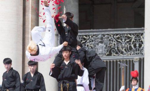 El Papa alaba el nuevo gesto de paz de las dos Coreas evidenciado en la plaza de San Pedro