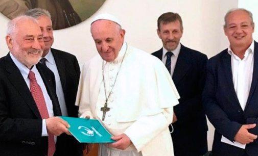 El Papa llama a los jóvenes a humanizar la economía