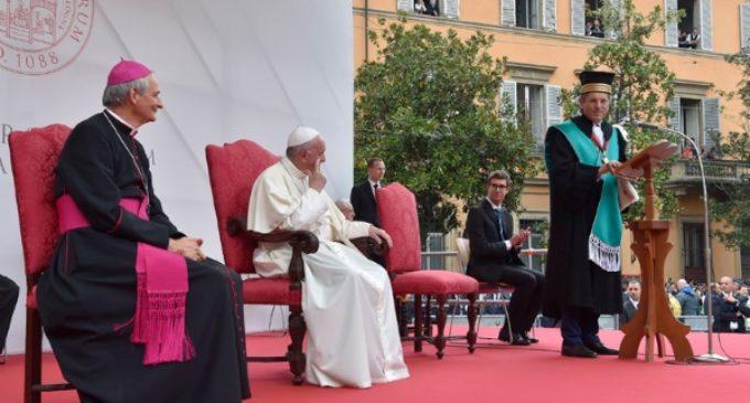 El Papa pide un «nuevo humanismo» para una Europa «universitaria y madre»
