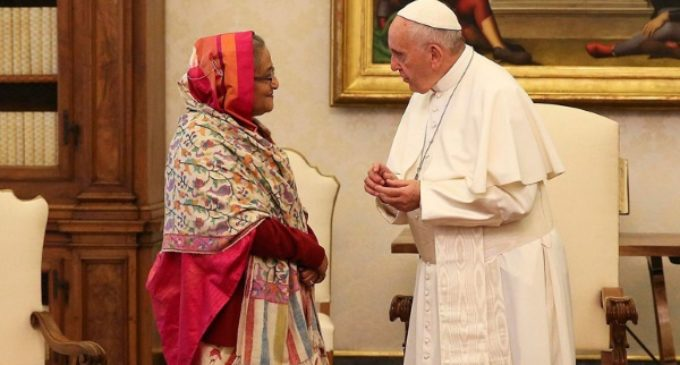 El Papa pide «una solución justa y duradera» para el drama de los rohingyá