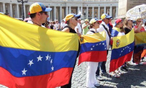 El Papa vuelve a rezar por Venezuela en su encuentro dominical con los fieles