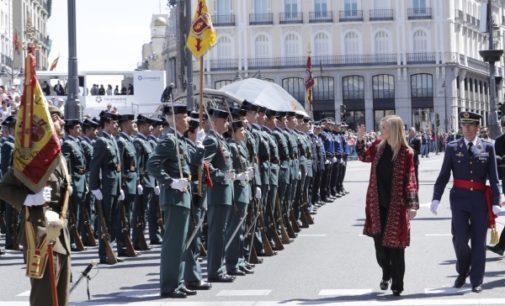 Cifuentes, en la parada militar en homenaje a los Héroes del 2 de mayo