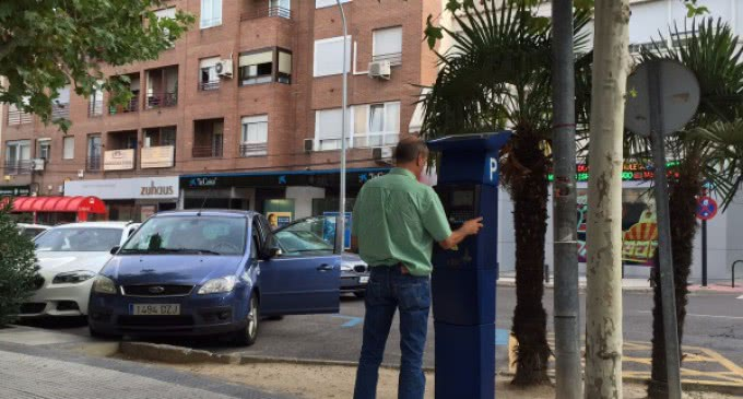 El Ayuntamiento ofrece treinta minutos adicionales de aparcamiento regulado durante el periodo navideño