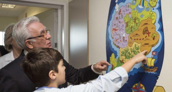 La planta de Pediatría del Hospital Universitario Infanta Sofía se convierte en la Tierra Encantada de los niños