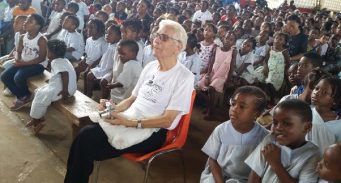 El rey Felipe VI premia la labor de Pepe Gangoso, un misionero salesiano en Guinea Ecuatorial