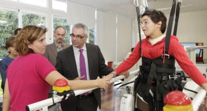 Izquierdo visita el Centro Lescer donde se llevan a cabo tratamientos rehabilitadores altamente especializados