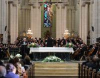 Plácido Domingo rinde «un gran homenaje a nuestra Santísima Madre»
