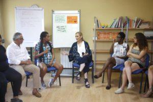 """CIFUENTES VISITA EL CENTRO MATERNAL """"RESIDENCIA NORTE"""", QUE ATIENDE A MUJERES MENORES DE 25 AÑOS EMBARAZADAS O CON HIJOS EN SITUACIÓN DE VULNERABILIDAD SOCIAL La presidenta de la Comunidad de Madrid, Cristina Cifuentes, visita el centro maternal """"Residencia Norte"""", que presta atención a mujeres menores de 25 años embarazadas o con hijos a su cargo que se encuentran en situación de vulnerabilidad social. Se trata de un centro maternal único, ya que atiende a mujeres tanto mayores como menores de edad con el objetivo de dar a estas jóvenes la oportunidad de vivir con sus hijos, prestándoles una función educativa y de apoyo en los primeros años de crianza y fomentando sus procesos de aprendizaje con respecto a la maternidad y el desarrollo de proyectos para su futura autonomía personal Foto: D.Sinova / Comunidad de Madrid"""