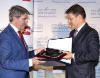 Garrido recibe el reconocimiento de los procuradores por el trabajo de la Consejería de Presidencia en materia de Justicia