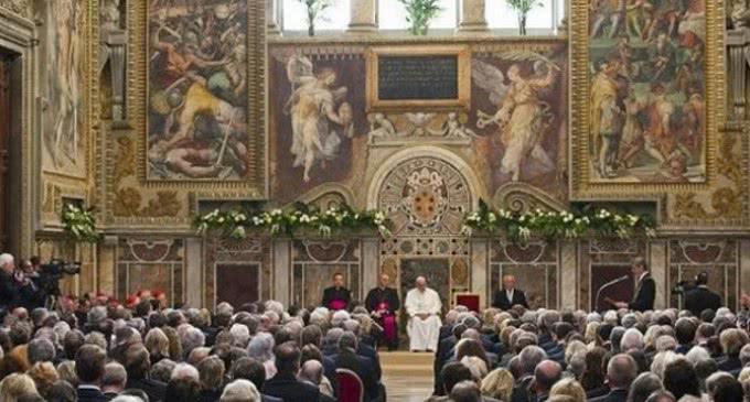 El papa Francisco recibe el premio Carlomagno, haciendo una excepción, pensando en los valores que Europa debe reforzar