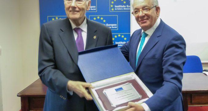 """Sanidad recibe el Premio """"Excelencia Sanitaria"""" del Instituto Europeo de Salud y Bienestar Social"""