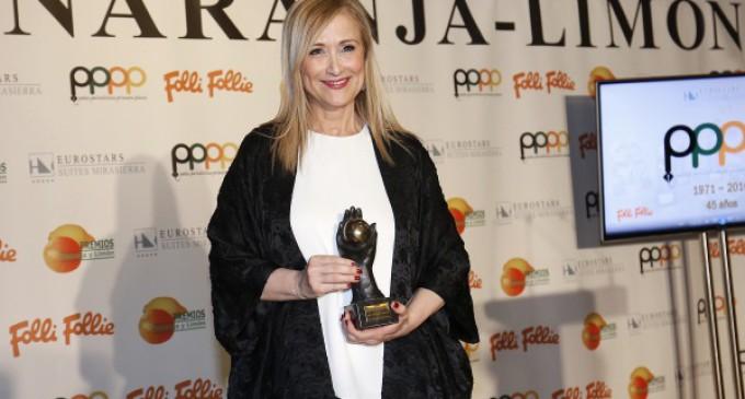 """La presidenta madrileña, Cristina Cifuentes,  recibe el Premio Naranja de la peña periodística """"Primera Plana"""""""