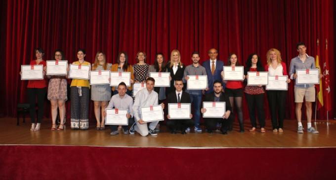 Cifuentes entrega sus premios a los 79 mejores alumnos de ESO, Bachillerato, FP y Enseñanzas Artísticas