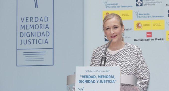 """Cifuentes reivindica """"memoria, dignidad y justicia"""" para las víctimas del terrorismo"""