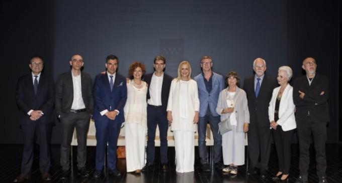 La presidenta regional entrega los Premios de Cultura en un acto en los Teatros del Canal