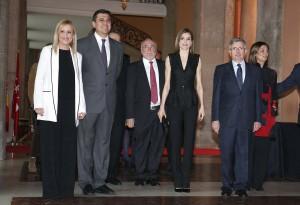 CIFUENTES EN EL ACTO DE ENTREGA DE LA XXXVIII EDICIÓN DE LOS PREMIOS SM DE LITERATURA INFANTIL Y JUVENIL EL BARCO DE VAPOR Y GRAN ANGULAR La presidenta de la Comunidad de Madrid, Cristina Cifuentes, asiste, junto a SM la Reina Letizia, a los Premios SM de Literatura Infantil y Juvenil El Barco De Vapor y Gran Angular. Estos premios son los más prestigiosos de nuestro país, siempre con la misma finalidad que tuvieron desde su creación: fomentar la lectura y el conocimiento entre los niños y jóvenes. Los premios SM de Literatura Infantil y Juvenil El Barco de Vapor y Gran Angular se crearon en 1978 por la Fundación SM.  Foto: D.Sinova / Comunidad de Madrid