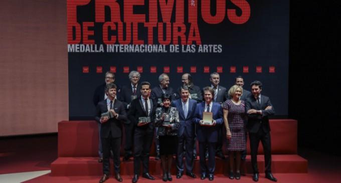 """González aboga, en los Premios de Cultura, por reducir el IVA del 21% y eliminar trabas que """"lastran"""" el sector"""