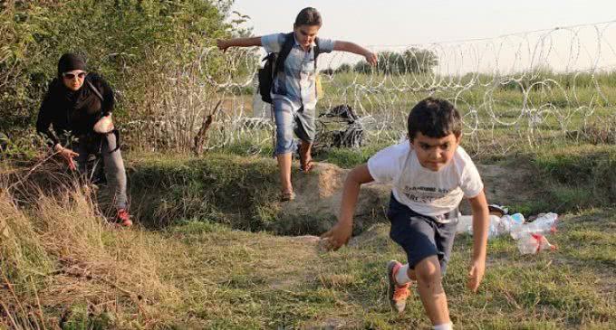 """Francisco pide """"protección, integración y soluciones estables"""" al drama de los menores migrantes"""