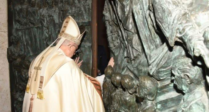 Monseñor Osoro abre en Madrid la Puerta Santa en el Año de la Misericordia