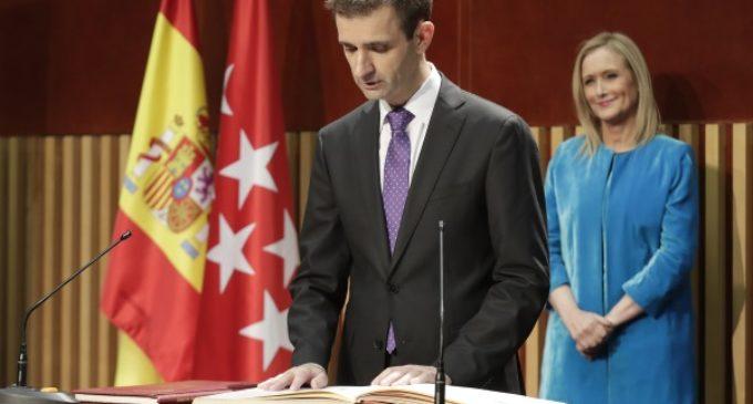 El nuevo director de Radio Televisión Madrid toma de posesión de su cargo ante Cristina Cifuentes