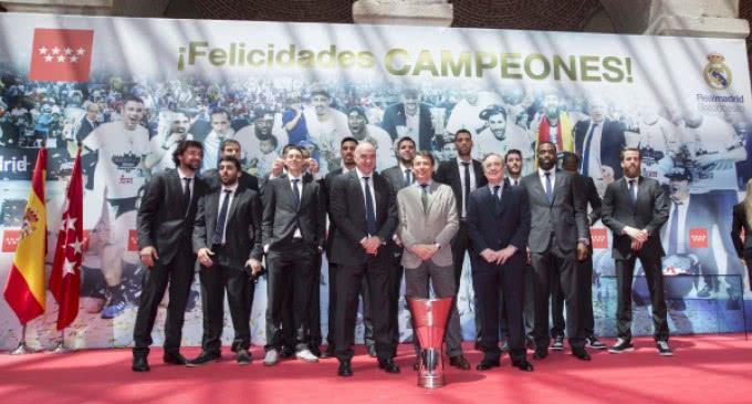 González muestra su satisfacción por el triunfo del Real Madrid en la Euroliga de Básket 2015