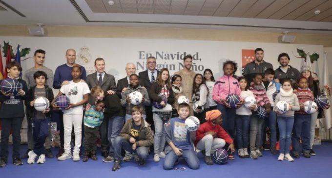 Los menores tutelados de la Comunidad reciben regalos navideños de la Fundación Real Madrid