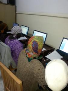 Refugiados. Población eritrea asistiendo a talleres de informática en El Cairo. Fotos Combonianos para Manos Unidas