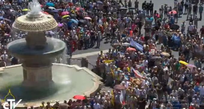 Francisco después del Regina Coeli: solidaridad ante los atentados en Egipto e Inglaterra