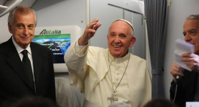 """El Papa en el vuelo de regreso a Roma: """"He querido alentar a la Iglesia joven de América Latina"""""""