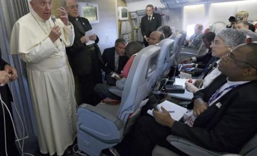 El Papa en el vuelo de regreso a Roma: El fundamentalismo es una enfermedad que se encuentra en todas las religiones