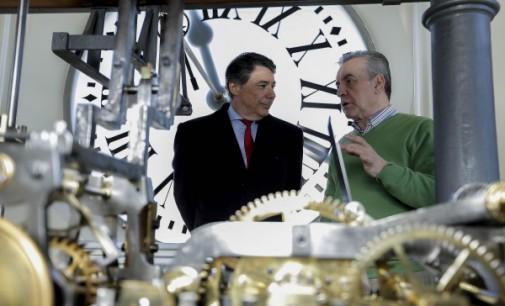 Homenaje a los relojeros de la Puerta del Sol a pocas horas de las Campanadas del paso a 2015