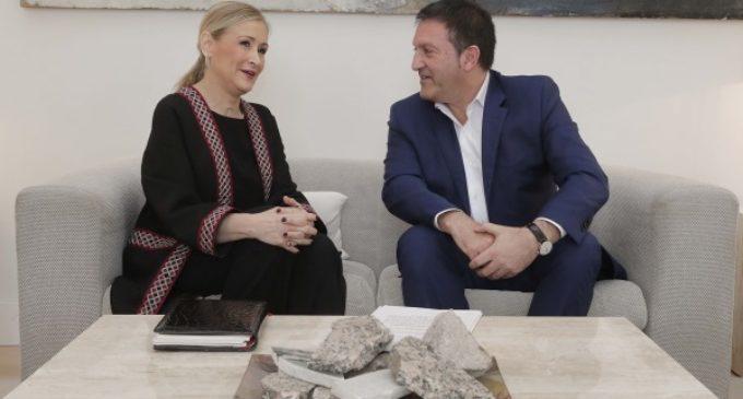 Cifuentes se reúne con el alcalde de Humanes