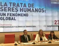 Reyero tiende la mano a las distintas administraciones para luchar contra la trata de seres humanos