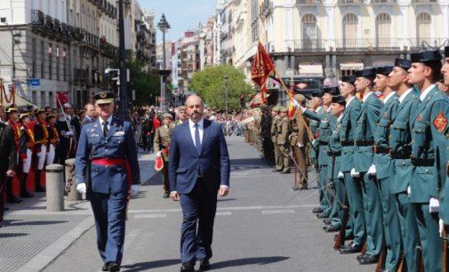 Rollán, en la parada militar en homenaje a los Héroes del 2 de Mayo