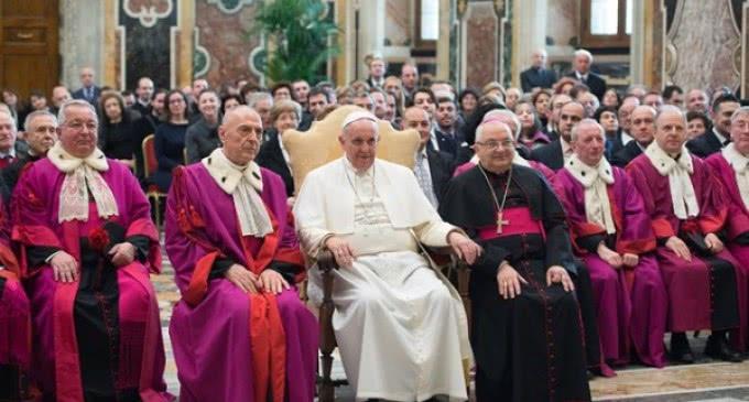 El Papa al Tribunal de la Rota Romana: Urge un nuevo catecumenado para el matrimonio