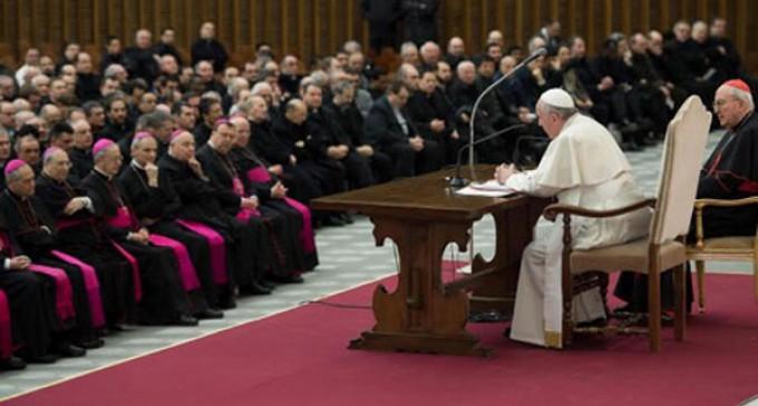 El primer deber de la Iglesia es proclamar la misericordia de Dios, dice el Papa al final del Sínodo