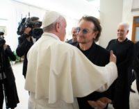 Bono Vox, cantante de 'U2', visita al Papa Francisco