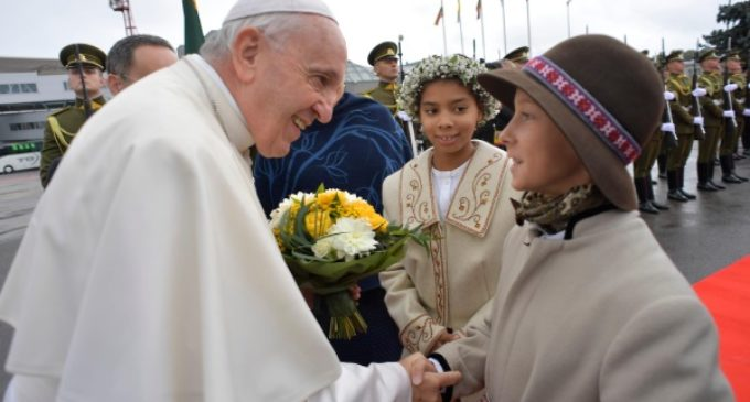 Lituania: El Papa es recibido en Vilna por la Presidenta Dalia Grybauskaitė