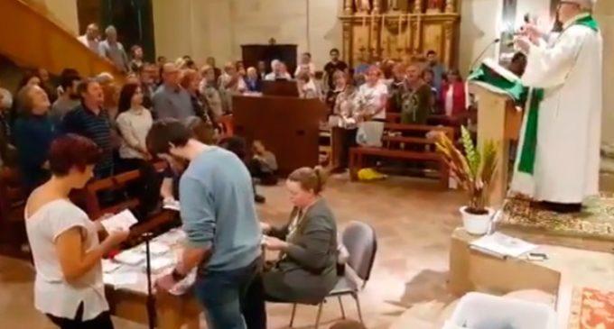 Un sacerdote escribe al párroco catalán que permitió contar votos en su parroquia