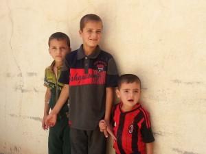 Sako 3. Niños cristianos que han huido de Mosul