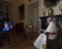 En el saludo de la noche, el Papa invita a los jóvenes a 'hacer ruido y crear puentes'