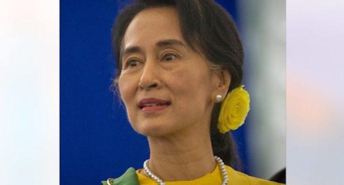 El Santo Padre recibe a Aung San Suu Kyi. Birmania reanuda relaciones plenas con la Santa Sede