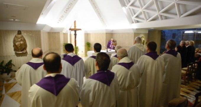 El Papa en Santa Marta: El verdadero ayuno es ayudar a los otros. ¿Le pagas a tu empleada según la ley?