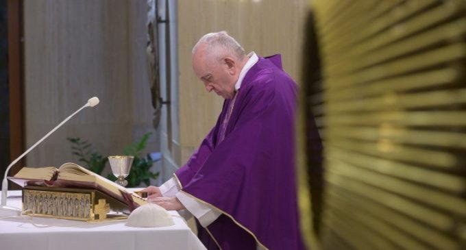 Santa Marta: Francisco ofrece la Misa por los enfermos de coronavirus