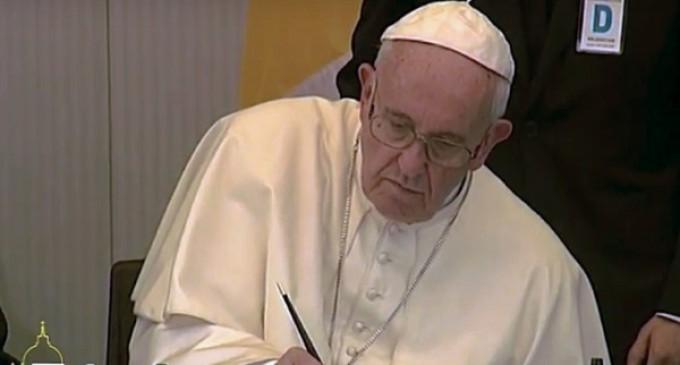 El Papa pide no eliminar el sufrimiento suprimiendo a quien sufre