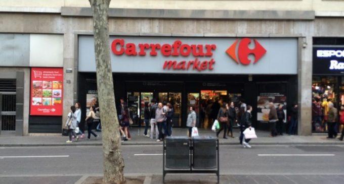Carrefour, cuestionada por 32.000 ciudadanos por marginar el español en un centro comercial de Barcelona