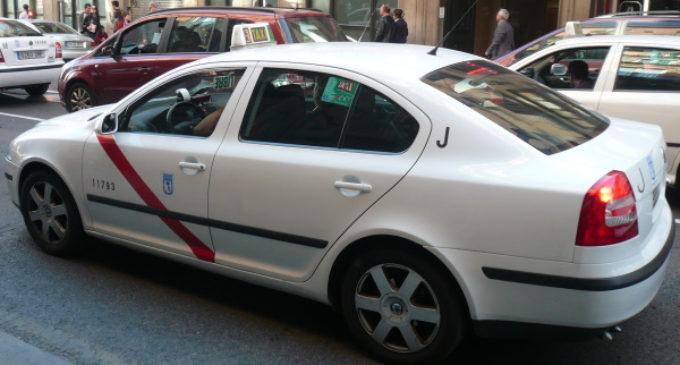 La Comunidad de Madrid garantiza las visitas domiciliarias de los sanitarios con la colaboración de taxis y VTC