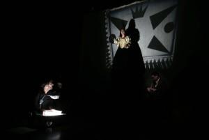 """CIFUENTES PRESENTA LA III MUESTRA DE CREACIÓN ESCÉNICA SURGE MADRID La presidenta de la Comunidad de Madrid Cristina Cifuentes presenta la III Muestra de creación escénica Surge Madrid 2016, que tendrá lugar en la sala madrileña Teatro del Arte. Se presentará la muestra que tendrá lugar del 4 al 29 de mayo en las salas madrileñas """"alternativas"""" y acoge 3 laboratorios de creación escénica con artistas reconocidos, 41 estrenos absolutos de compañías madrileñas y actividades transversales. La muestra promueve la creación emergente y potencia la investigación de nuevas tendencias escénicas. Es una plataforma que visualiza esta realidad cultural, tanto creativa como empresarial.  Foto: D.Sinova / Comunidad de Madrid"""